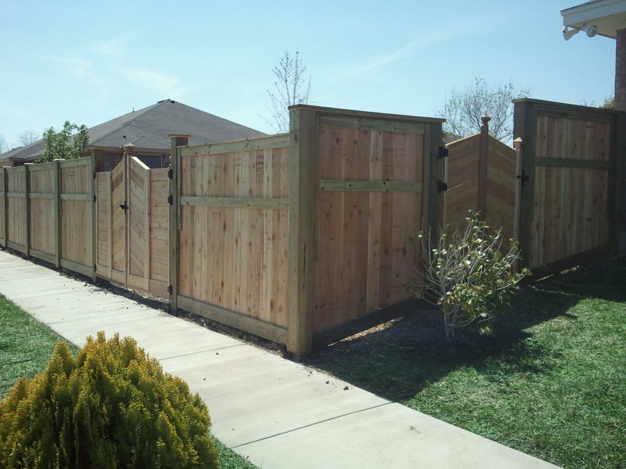Backyard fence design 28 images fence ideas for small yard ayanahouse house plans with - House plans with pools outdoor sitting and beautiful garden ...